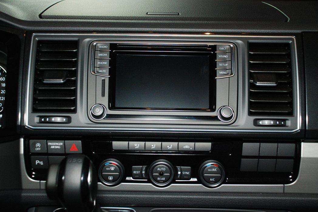 Freestyle特仕車型有一個6.33吋的觸控螢幕。記者林昱丞/攝影