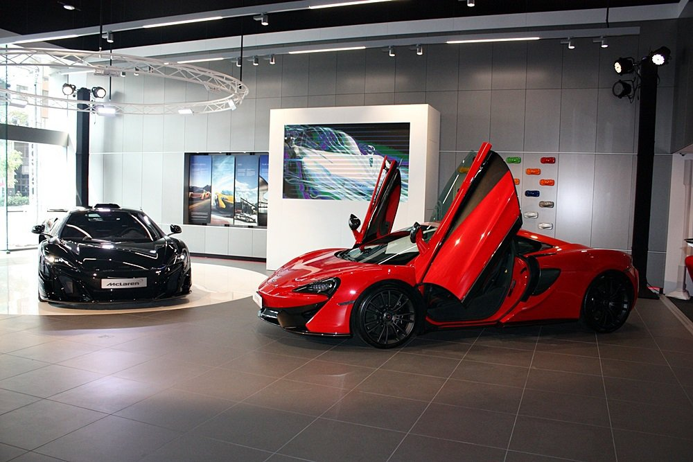 McLaren 高雄展示中心正式開幕,現場展示神秘車款MSO HS與570S。 記者林和謙/攝影