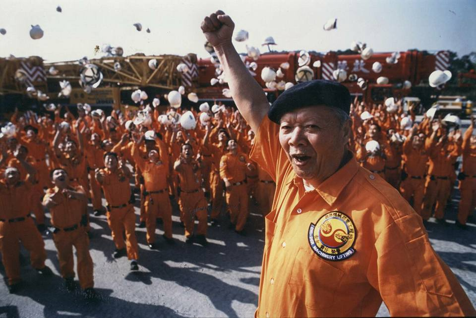 胡鵬飛以吊車締造個人和台灣吊車業傳奇。 圖/擷取自胡漢龑臉書