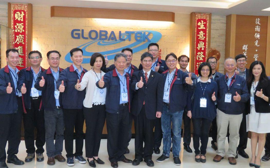 科技部部長陳良基2月上任後,首度到桃園市時碩工業公司新屋廠參訪,並與精密機械工業...