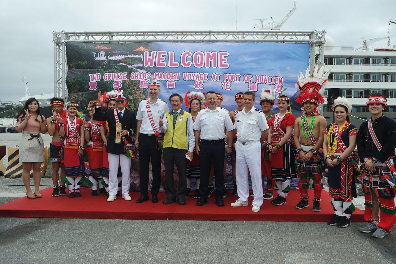 花蓮港務分公司今舉辦首航儀式,歡迎法國籍和荷蘭籍遊輪首航。記者王思慧/攝影