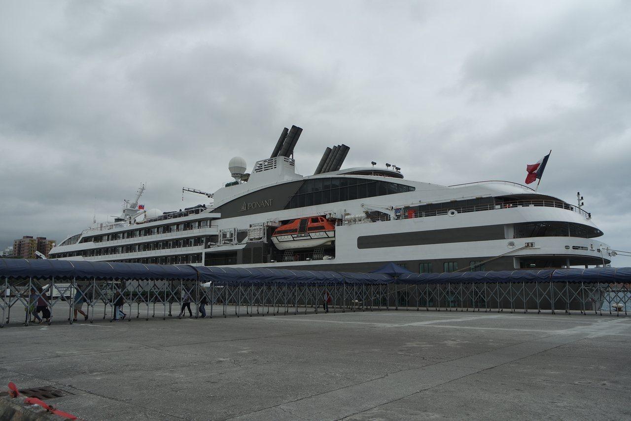 法國籍南冠號從菲律賓來台,下一站要前往石垣島。記者王思慧/攝影