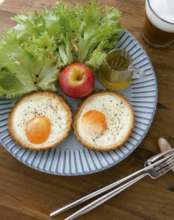 太陽蛋土司塔 圖文/摘自野人出版《因為愛,做早餐》