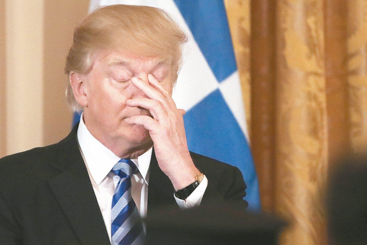 廢不掉歐記健保》美國總統川普廿四日在白宮東廳主持希臘獨立日慶祝活動時,疲態畢...