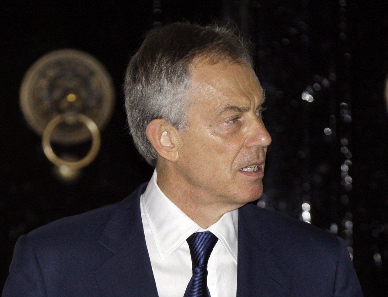 侯利引述前英國首相布萊爾(圖)政府介入SFO對軍火公司BAE的調查,做為政治力干...