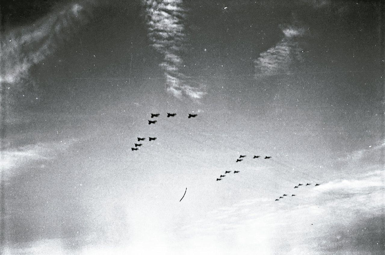 1968年台灣海峽與金門上空發現不明飛行物體,圖為1960年我國空軍F-86戰鬥...