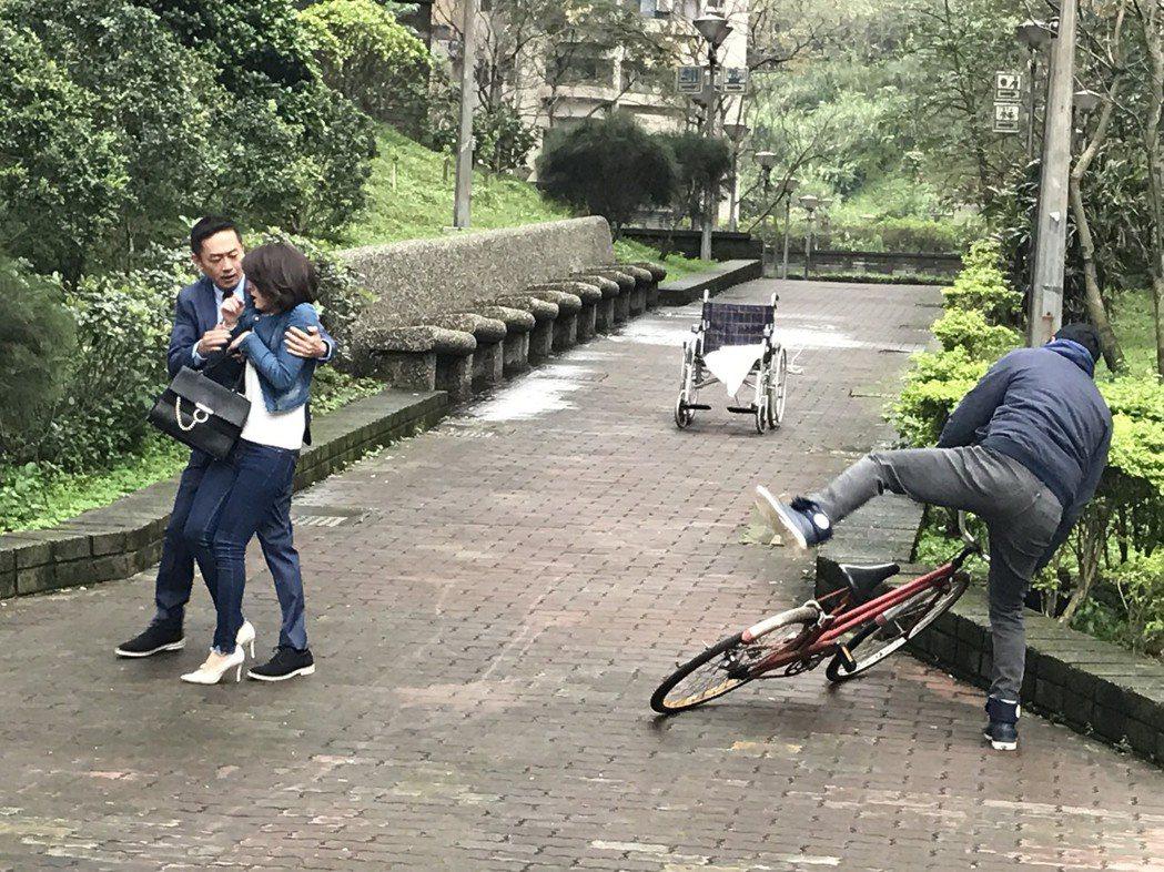 陳昭榮、蘇晏霈在「春花望露」相遇橋段。圖/民視提供