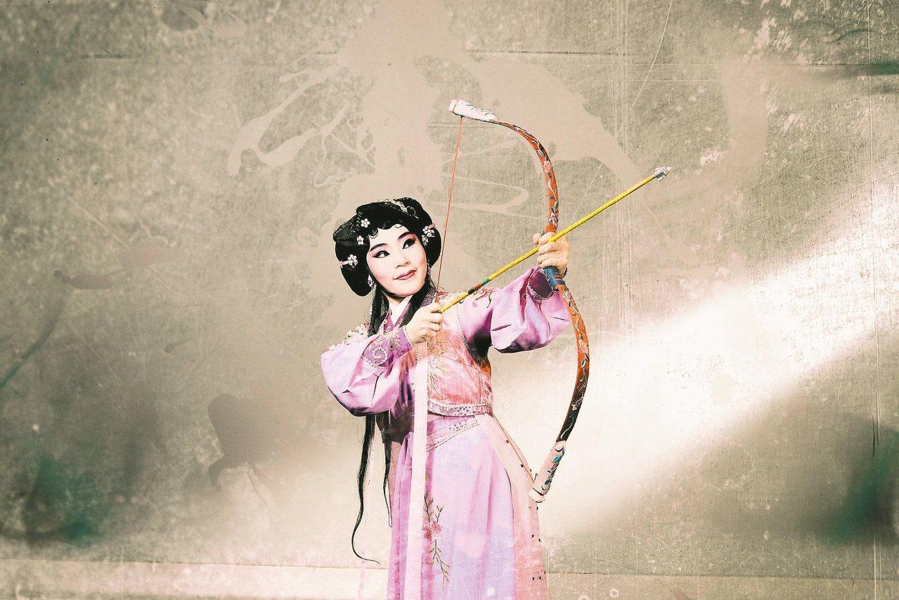 陳秉蓁在《齊大非偶》裡飾演能文善武的民間少女蒹葭。 圖/國立台灣戲曲學院提供