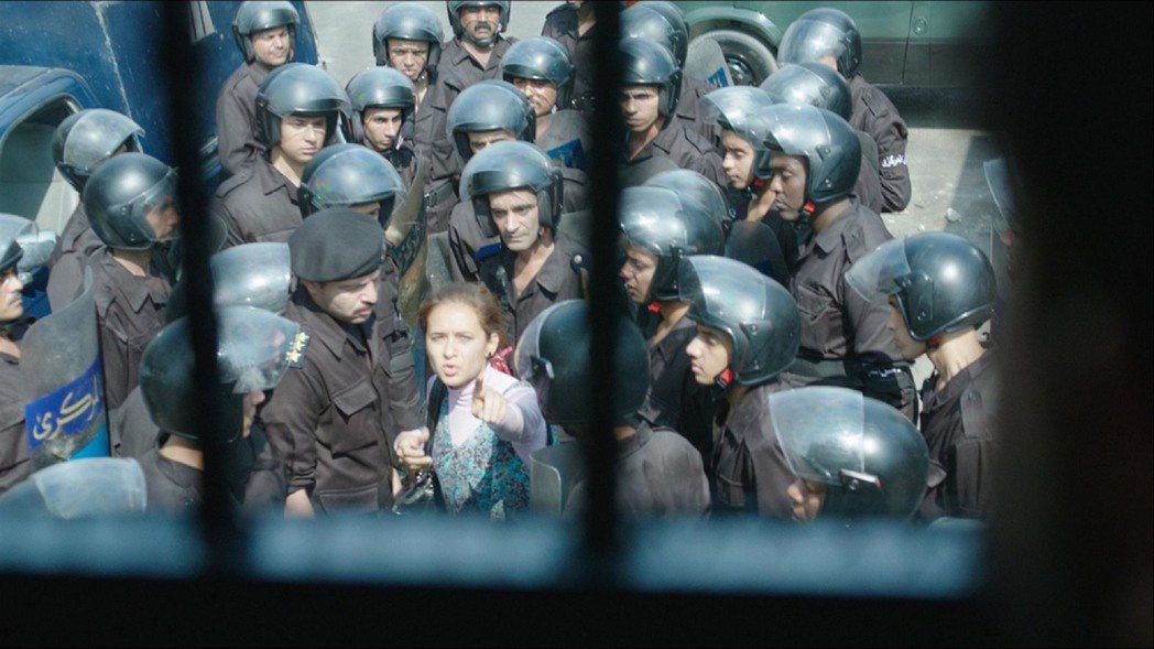 奧斯卡影帝湯姆漢克斯大力讚賞的電影「衝突的一天」,描述獨裁總統穆巴拉克被控多項罪