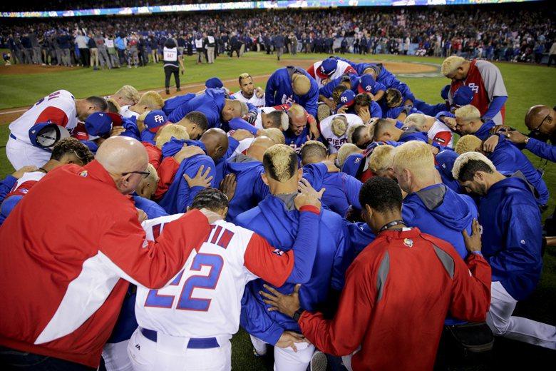 儘管波多黎各屈居亞軍,但隊上球員們為了展現團隊精神,將頭髮與鬍鬚染成金色,隔海加油的波多黎各球迷更蜂擁跟進。 圖/美聯社