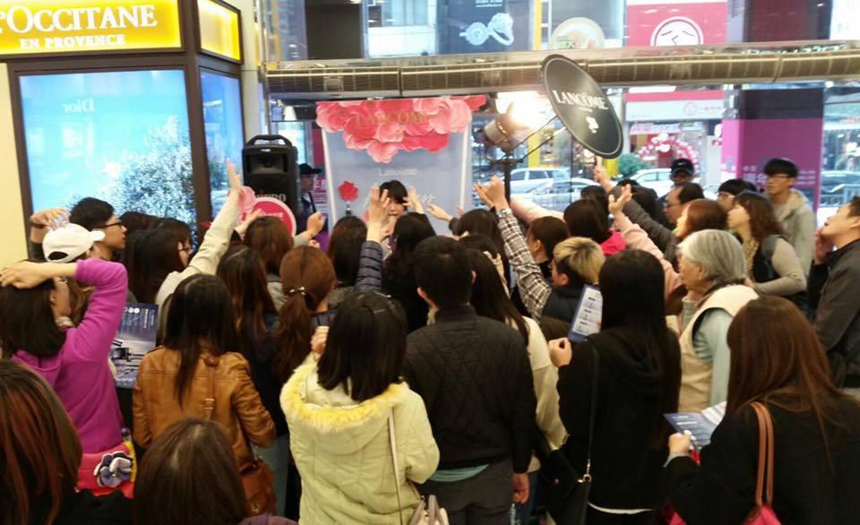 佩佩日前參加活動主持不慎濺血。 圖/擷自雙胞胎佩佩  韓式婚紗女王臉書。