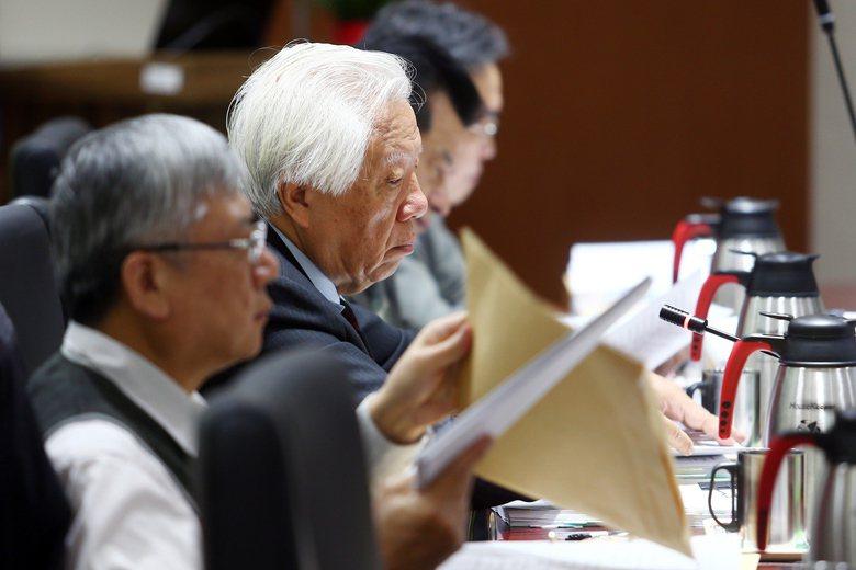 司改國是會議第3組分組會議會後,由召集人瞿海源指出,針對法官人力不足的問題決議讓...