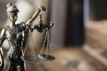 「法律是道德的最低標準」——守法不一定就是合道德