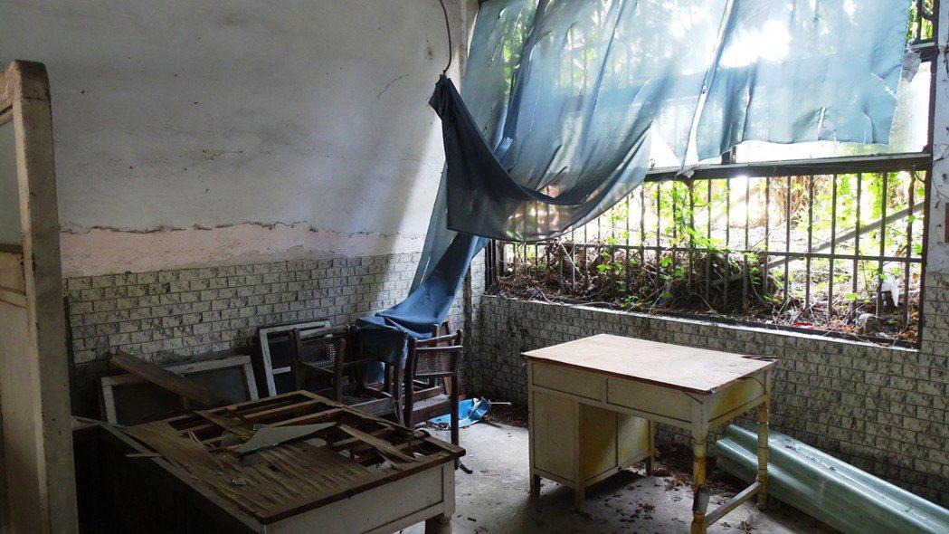 彰化縣立員林醫院因營不善,17年前縣府裁撤後閒置至今,舊址已如廢墟。記者何炯榮/...