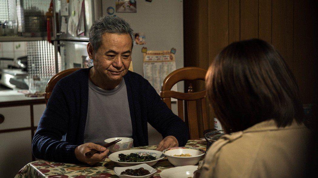 蔡振南、侯怡君飾演一對父女。圖/民視提供