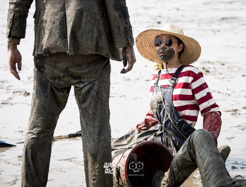 趙政錫、高庚杓戲中滾泥漿、為愛大打出手,孔曉振也是一臉泥巴。圖/緯來戲劇台提供