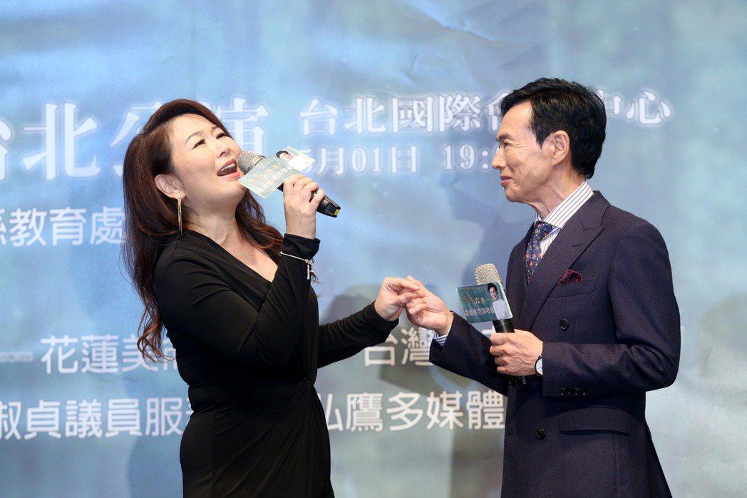 森進一(右)將在花蓮和台北舉行演唱會,再度來台和歌迷見面,張秀卿(左)出席歡迎他...