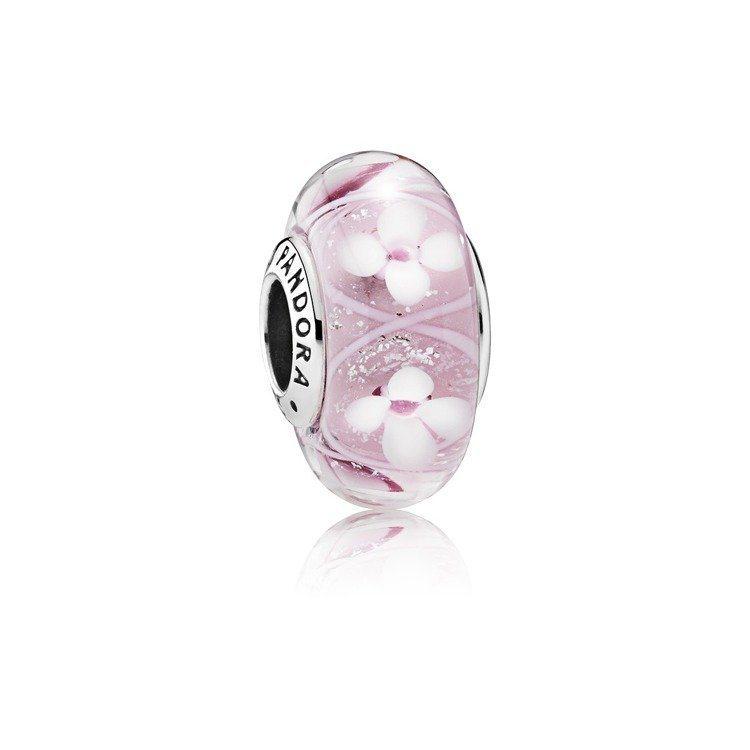 櫻花盛放柔粉穆拉諾琉璃串飾,1,980元。圖/PANDORA提供
