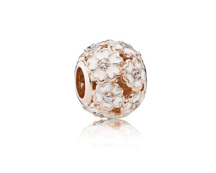 以「腮紅玫瑰金色」為主調,將經典、熱賣的珠寶重新演繹。PANDORA Rose櫻...