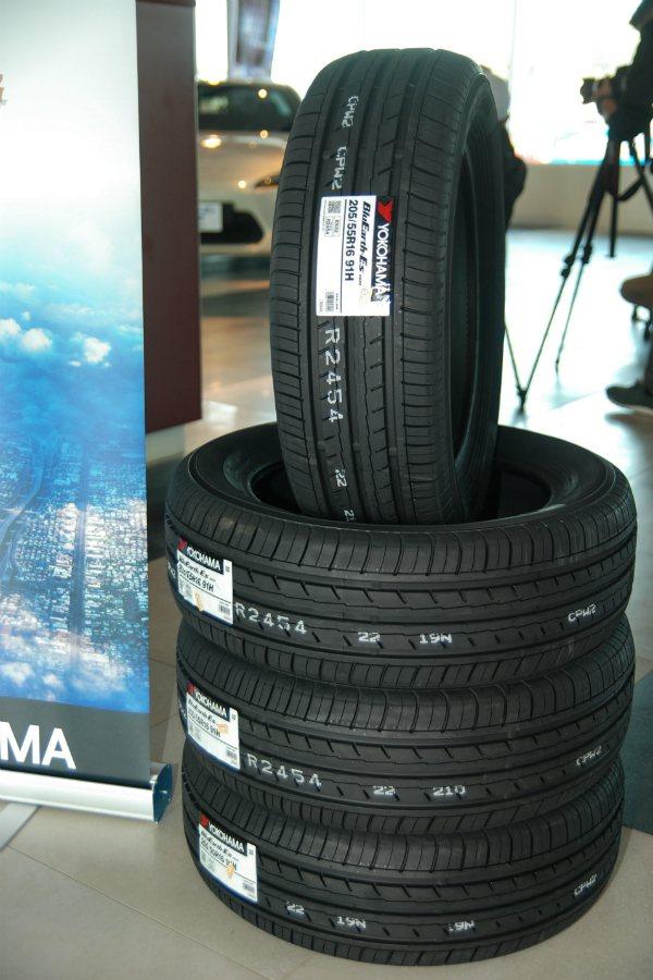 YOKOHAMA BluEarth-ES ES32 目標對象為一般房車與小型車款...