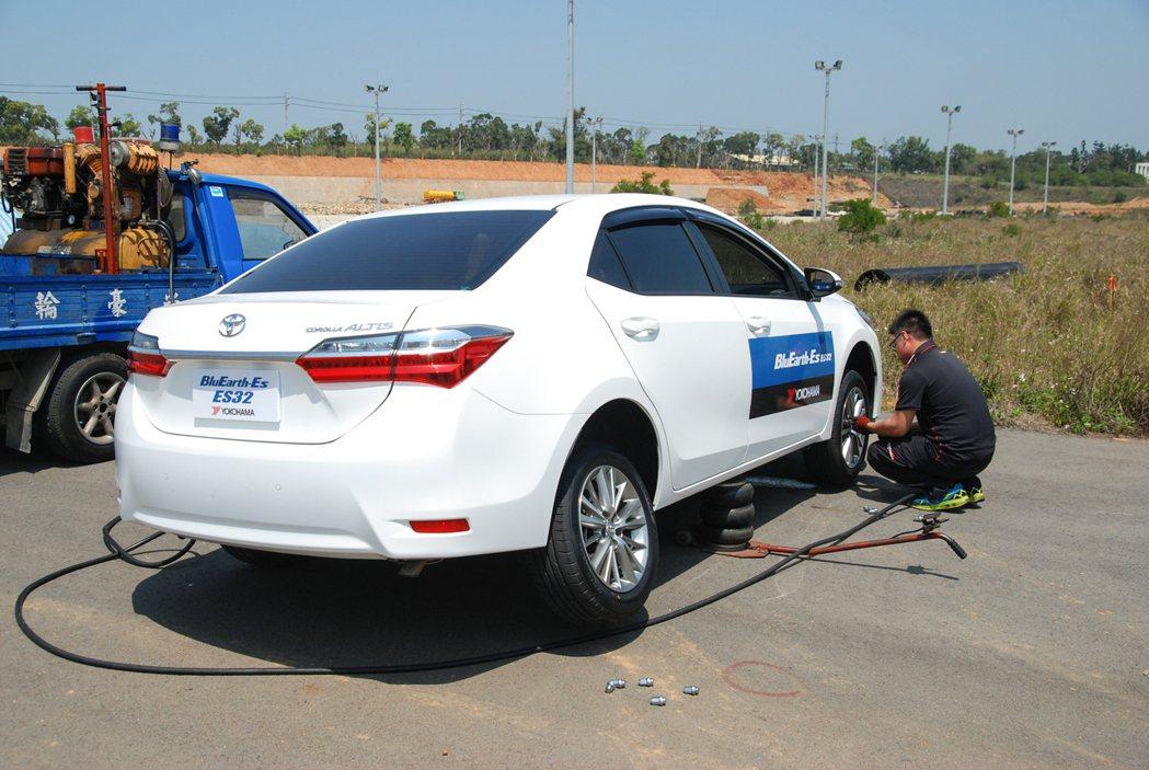 滾動阻抗測試以同一台車、同一駕駛、同樣 32 psi 胎壓的條件下進行,YOKO...