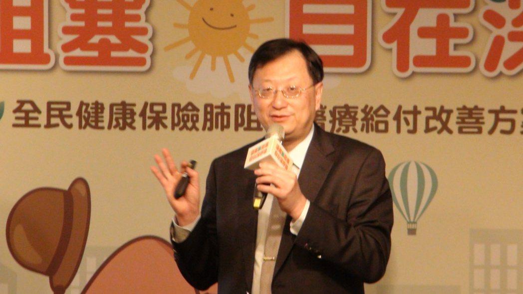 台灣胸腔暨重症加護醫學會理事長余忠仁表示,國內約有110萬名40歲以上成年人罹患...