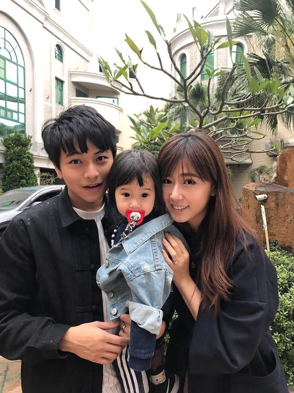 方志友(右)帶著女兒探班老公楊銘威(左)。圖/東森提供