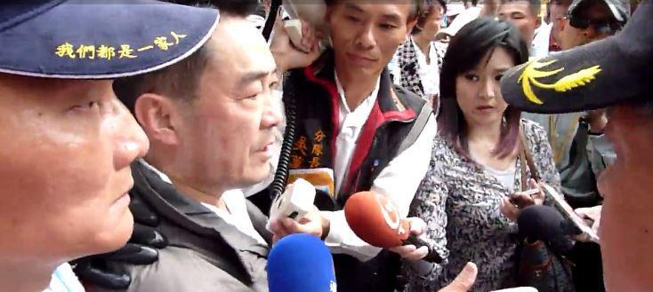 年金改革引發軍公教警消疑慮,今天包圍立院陳情抗議。圖/記者周志豪攝影