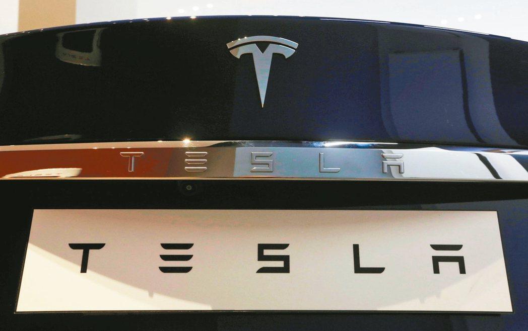中國網路業龍頭騰訊宣布,以總價18億美元取得美國電動車大廠特斯拉5%股權。 路透