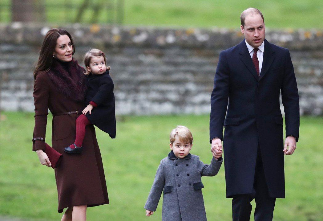 英國威廉王子夫婦和喬治(George)王子與夏綠蒂(Charlotte)公主。 ...