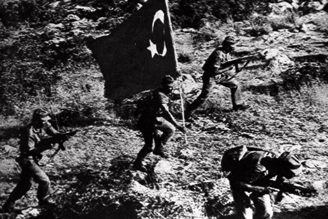 土耳其以「保護僑民」的名義出兵,直接將賽普勒斯肢解,造成了今日所見的兩個互不承認...