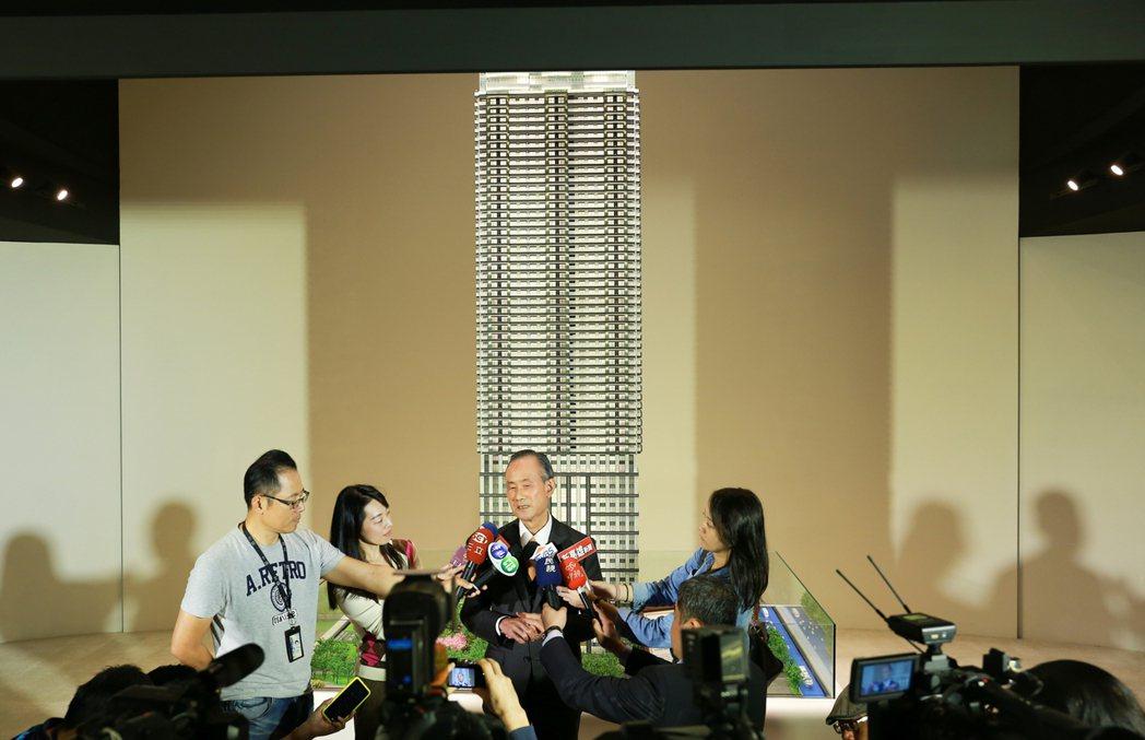 久未露面的遠雄企業團董事長趙藤雄,依舊是鎂光燈焦點。 攝影/張世雅
