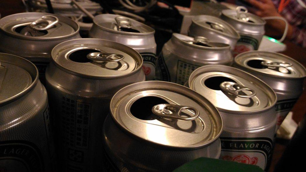 慶應大學研究團隊發表研究成果指出,飲酒容易臉紅的人骨折風險大。(記者蔡佩芳攝影)