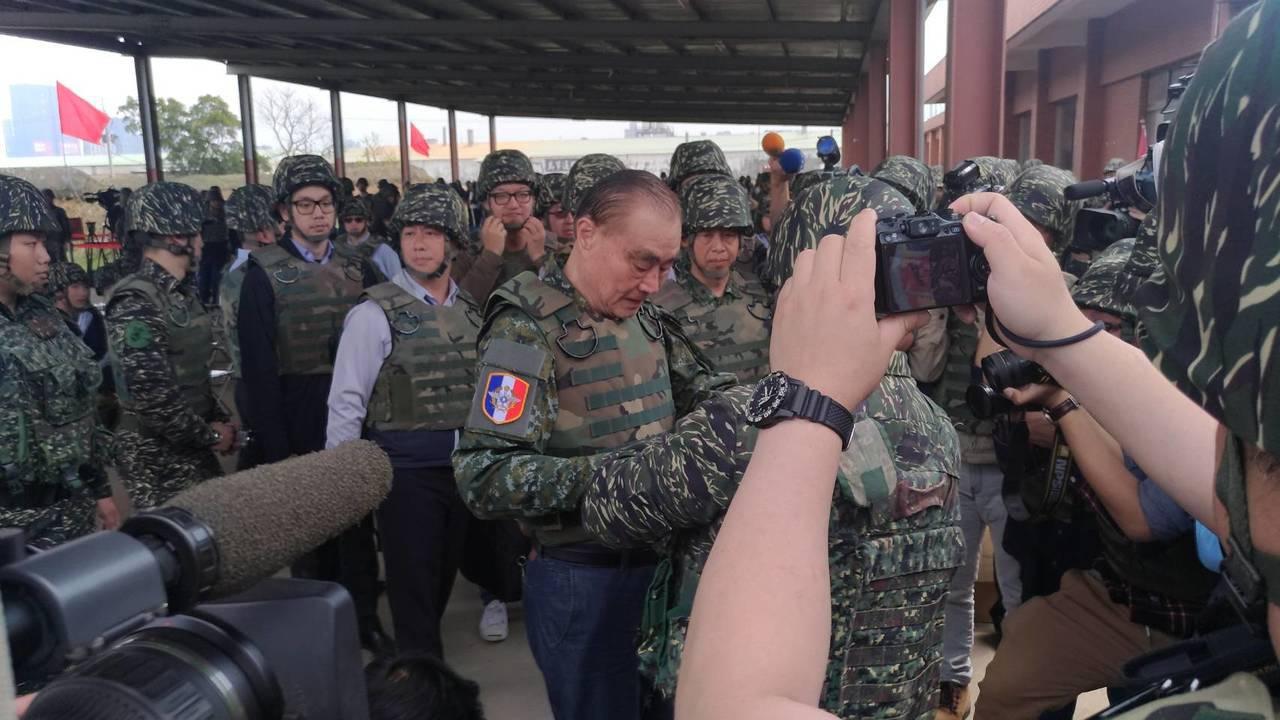 國防部為紀念106年青年節,今日在林口大崗靶場,與教育部共同舉辦「國防部紀念10...