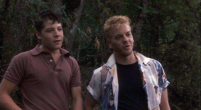 基佛蘇特蘭(右)飾演小鎮混混。圖/摘自imdb
