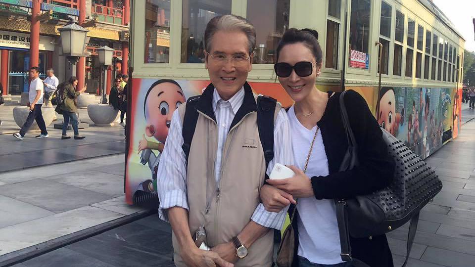 石英(左)和林千鈺昨現身台大醫院,卻被誤以為去探望豬哥亮。圖/摘自臉書