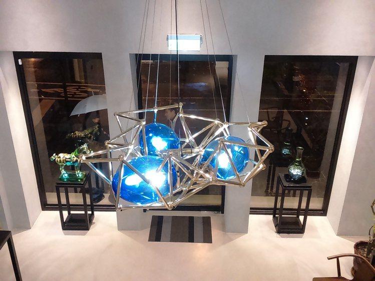 「空中‧鳥巢」(吊燈)。圖/tittot琉園提供