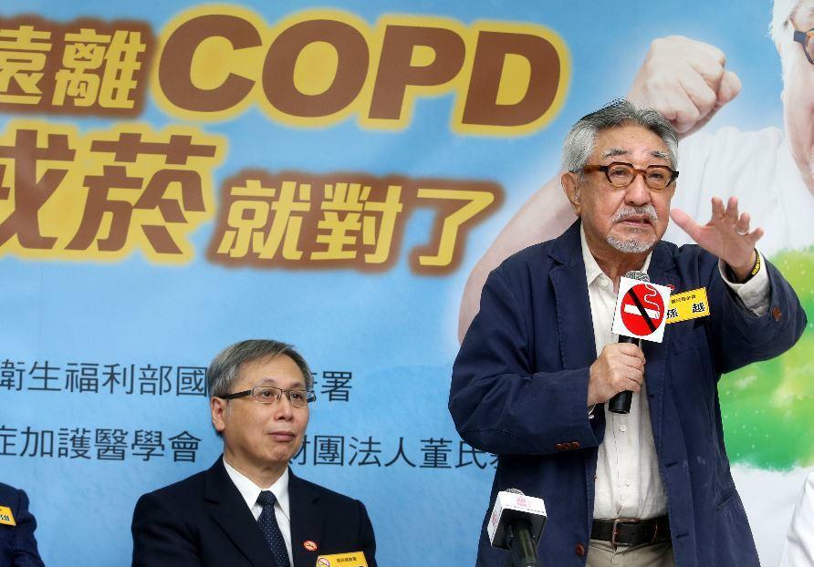 外媒報導,台灣人的吸菸、飲酒率全球最低,亞洲各國中最注重養生。圖為孫越(右)宣導...