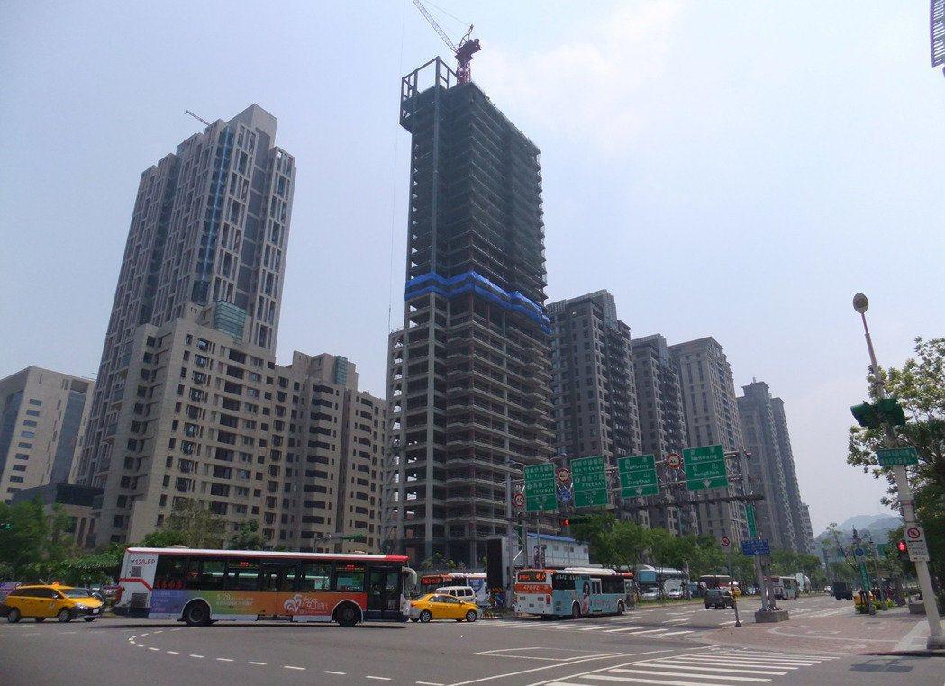 去(2016)年北台灣十大建商排名結果出爐,寶佳機構全年新推案量達339.8億,...