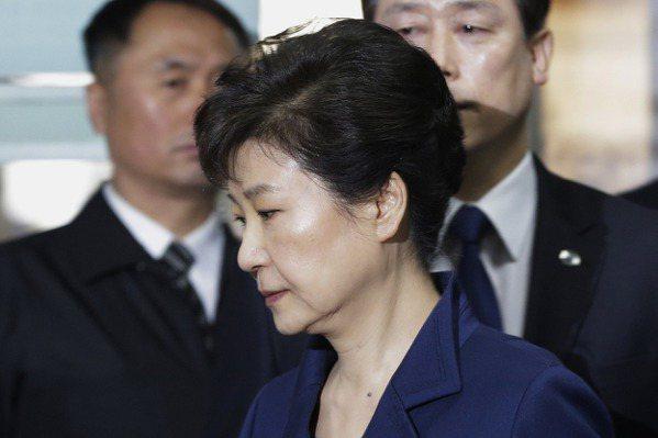 南韓法院審理聲押案 朴槿惠嚴肅出庭