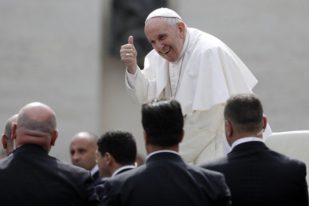 其他立場保守的神職人員,聯合寫信質疑教宗方濟各究竟想將教會帶到那個方向,但方濟各...