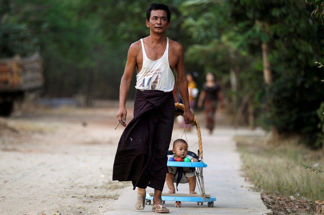 如果今天很不幸的,你的種族不屬於緬甸官方所承認的135族之一,即使你對自己的身份...