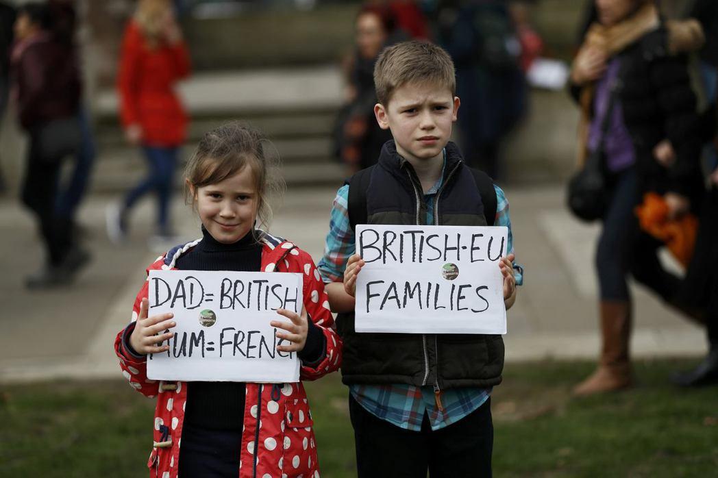 「爸爸英國人、媽媽法國人」:英國境內有超過三百萬的歐盟公民,除了有前來尋找更好工...