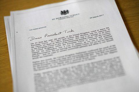 分手信的開頭寫著:致親愛的圖斯克主席,在去年的6月23日,英國人民透過投票決定脫...