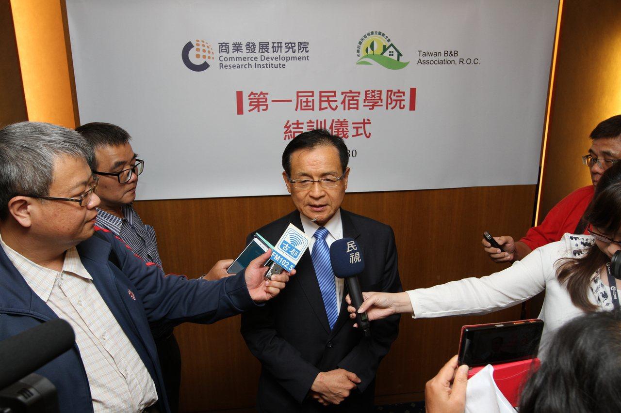 商研院CDRI許添財董事長指出,台灣民宿其實是有基礎的,但需品質服務拉抬到國際水...