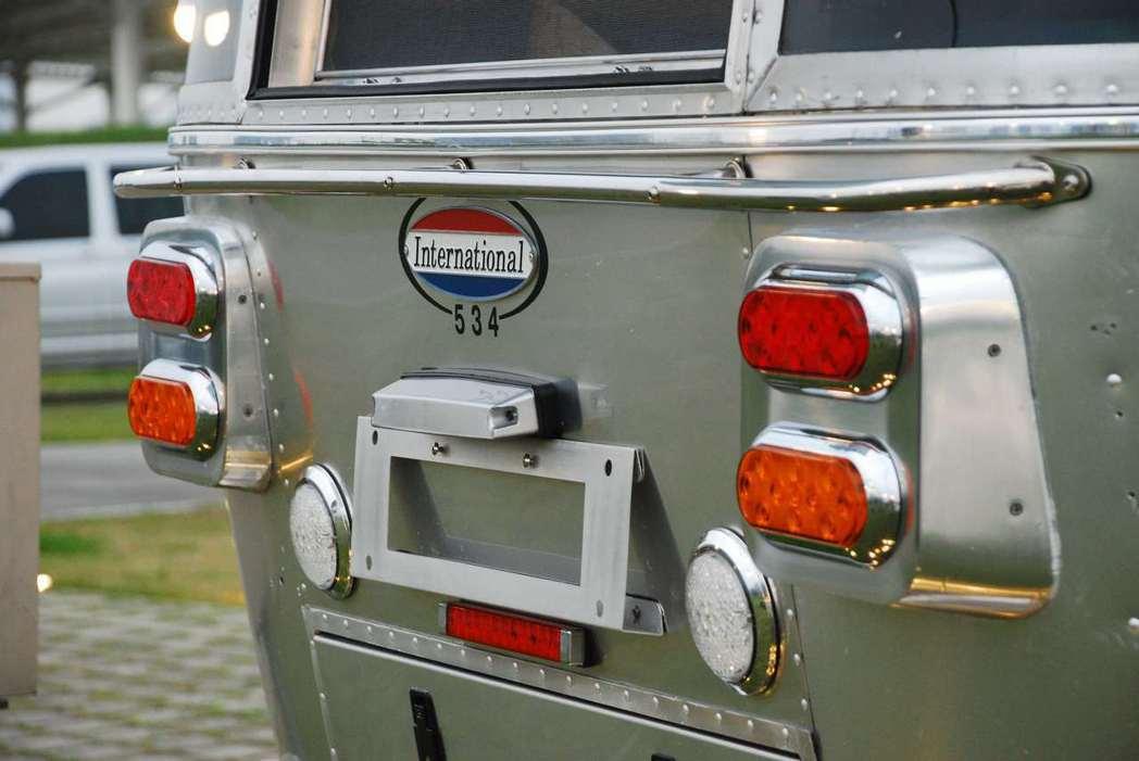 「International 534」露營車有著復古的外表。記者林昱丞/攝影