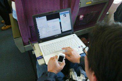 民眾只要有iTaiwan帳號,7月後可在高鐵全線免費上網。 聯合報系資料照