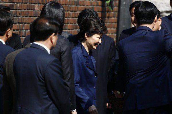 面臨13項指控…朴槿惠出席羈押庭 被押否稍晚揭曉
