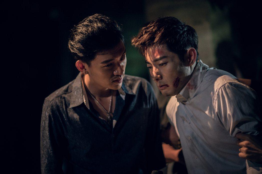 施易男(右)與曾少宗在「積木之家」中上演打戲。圖/好風光提供