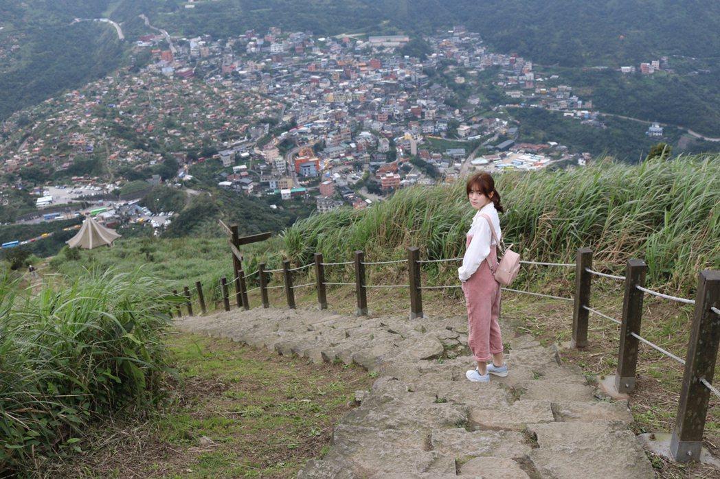 邱偲&#29753私下愛爬山。圖/周子娛樂提供